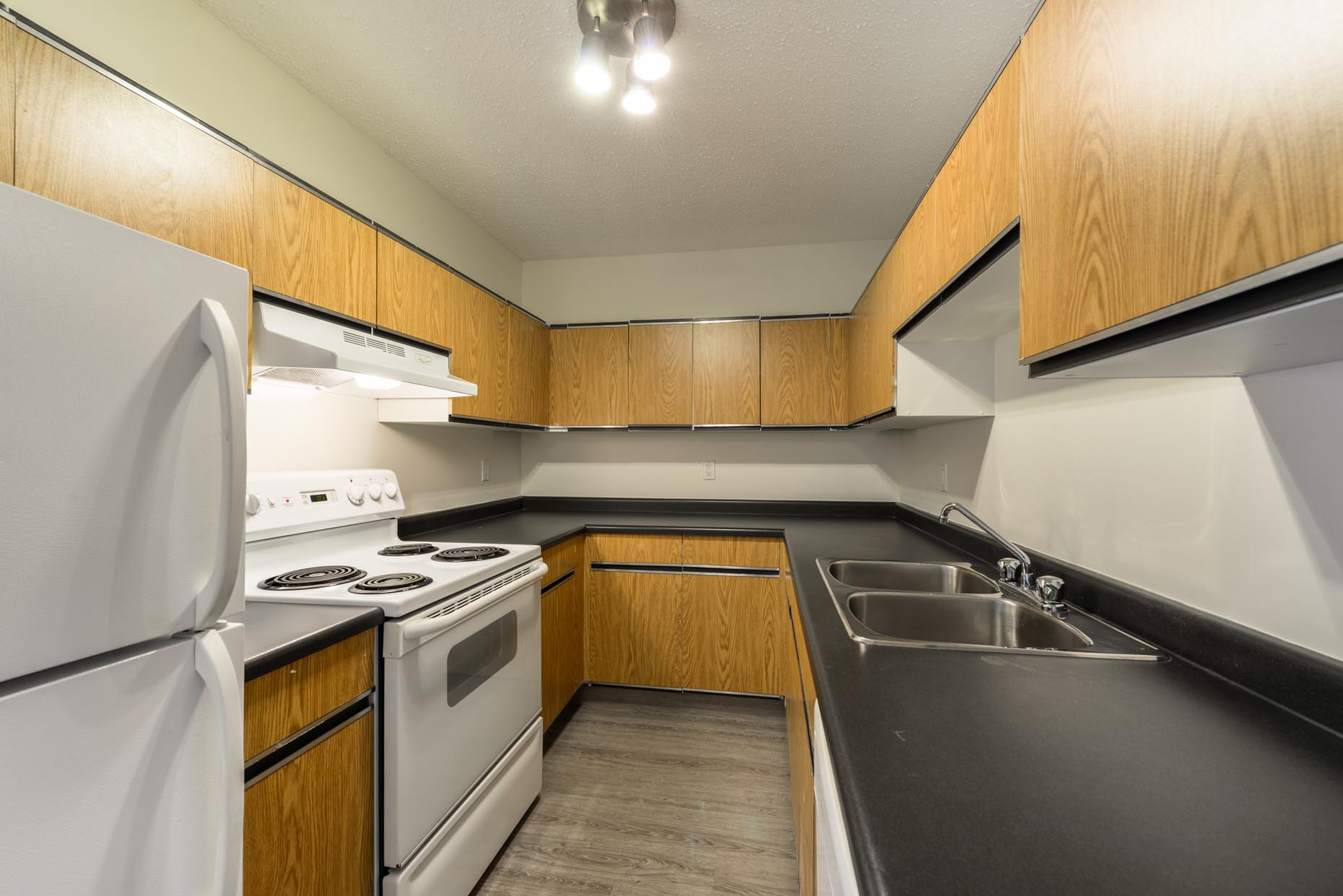 Classic Kitchen in Warwick Apartments