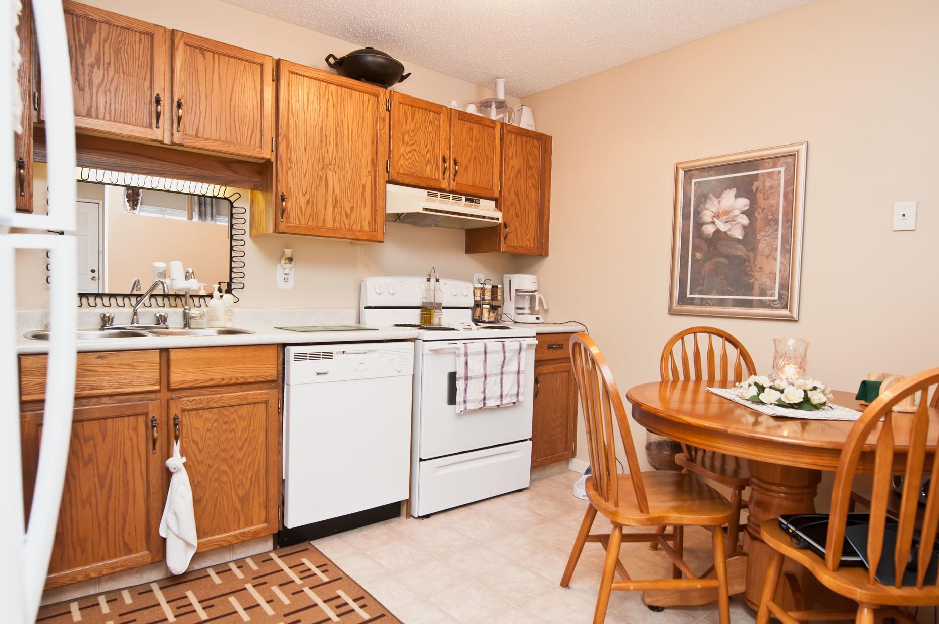 Classic Kitchen in Greenbriar Apartments
