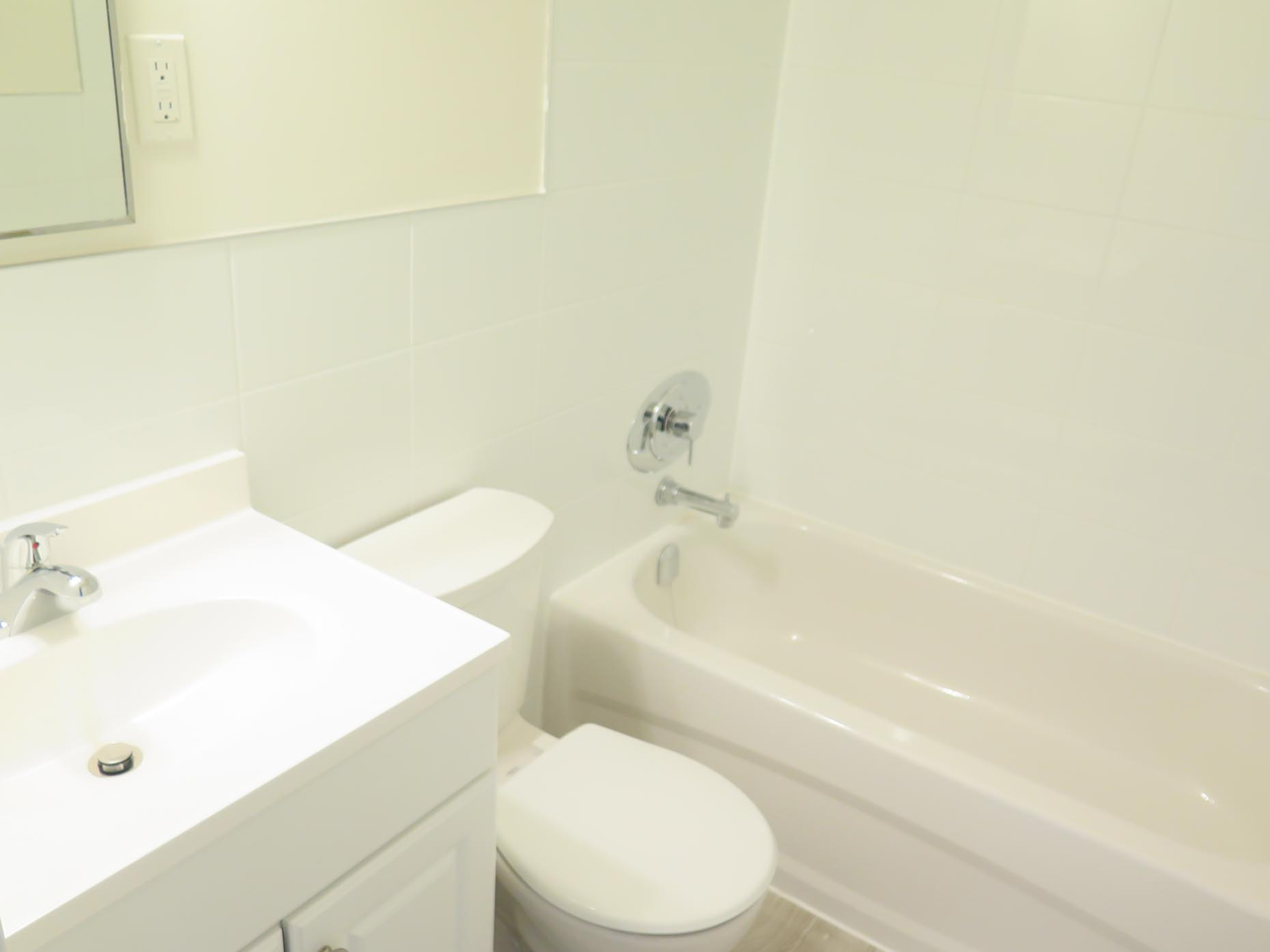 Bathroom in a premium suite at Meadowcrest Apartments in London