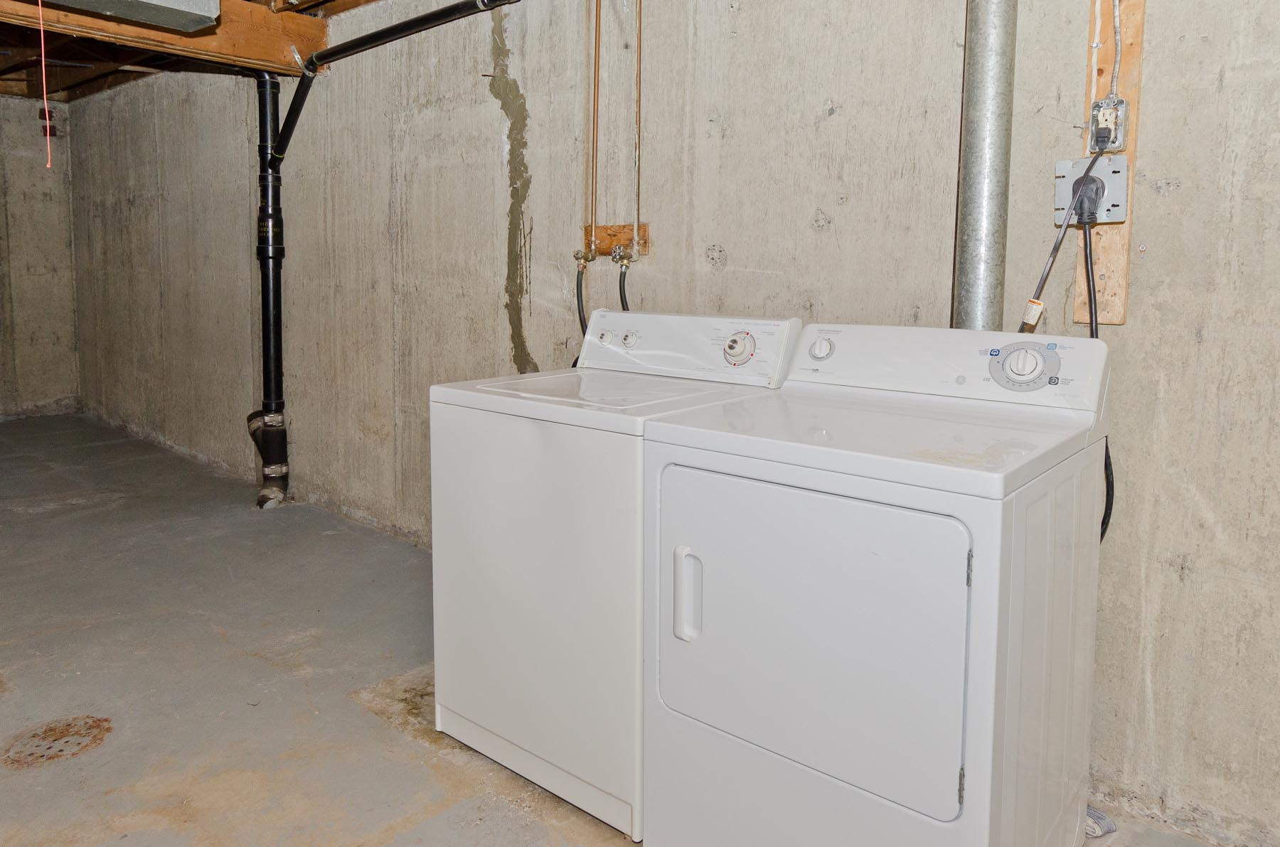 Ensuite Laundry Machines at Oak Hill Estates