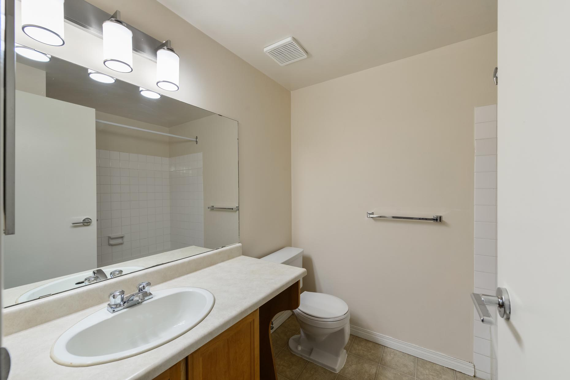 Classic Bathroom in Point West Townhouses