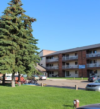 Exterior of Wildwood Ways B in Saskatoon